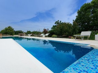 1 bedroom Villa with Pool and Air Con - 5606381