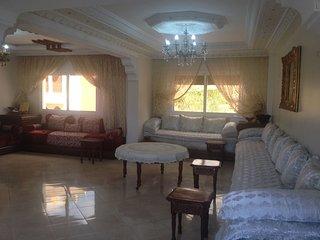 Charmant duplex de 4 chambre et 2 salle de bain et 2 grand salons