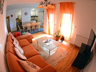 Deluxe 4 Bedroom Apartment, 7 Persons