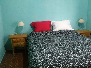 Habitación doble en linda casita cerca del mar en Playa Honda.