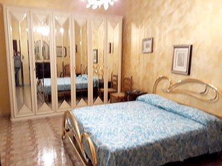 Spacious apartment in the center of Floridia with Parking, Washing machine, Air