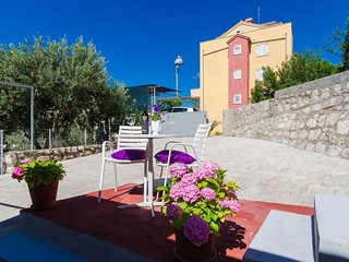 Cozy apartment in Dubrovnik with Parking, Internet, Air conditioning, Terrace