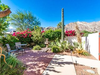 La Quinta Cove 3BR w/ Hot Tub, Pool Table & Mtn Views - Near Trails & Shops