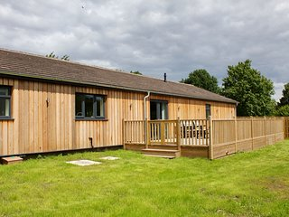SLEAFORD, hot tub, pets welcome near Woodhall Spa