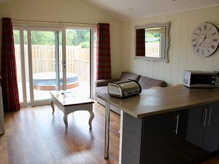 KIRTON, hot tub, pet-friendly, Woodhall Spa