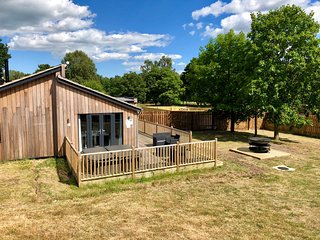 YADDLETHORPE, hot tub, WiFi near Woodhall Spa