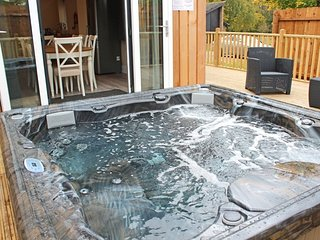 YARBURGH, private hot tub, WiFi, Woodhall Spa