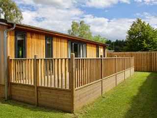 PICKWORTH, hot tub, pet-friendly near Woodhall Spa