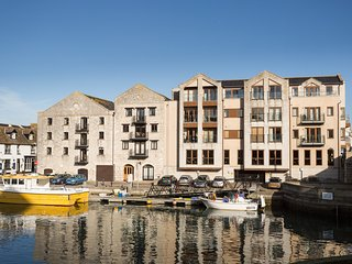 HARBOURSIDE PENTHOUSE, Private parking, Balcony, WiFi, Weymouth