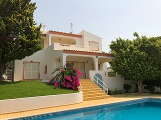 VILLA ROSA Mosqueira Algarve proche Albufeira (2km) et plages (3km)