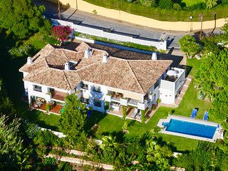 Beautiful villa 4 bed 900m from sea, excellent location for rest & shops