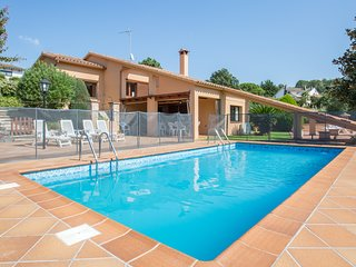 7 bedroom Villa with Pool, WiFi and Walk to Shops - 5223776