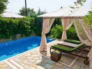 3 bedroom Villa with Pool and Air Con - 5720385