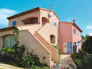 Bagnols-en-Foret Holiday Home Sleeps 8 with Pool and Free WiFi - 5719830