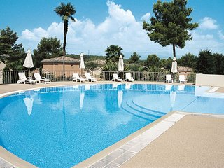2 bedroom Apartment with Pool and WiFi - 5719879