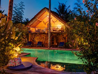 Charming Private Villa, 2 BR, Candidasa w/ staff