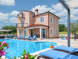 5 bedroom Villa in Rovinjsko Selo, Istria, Croatia : ref 5720393