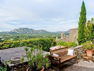 Eygalieres Villa Sleeps 10 with Pool and Air Con