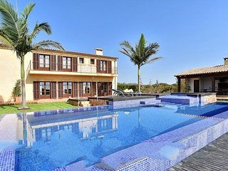 4 bedroom Villa with Air Con and WiFi - 5079540
