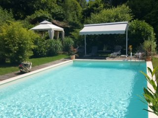 Luxuary 17th Century Farmhouse, Large Pool, Four Poster Beds, set in 5 Acres
