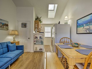 Cozy Condo w/ Private Deck, Walk to Beach & Dining