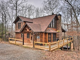 NEW! Blue Ridge Mtn Cabin w/ Hot Tub & Fire Pit!