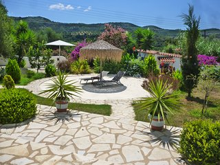 Lemon Tree Cottage : A charming holiday home just 5 min from Finikounda.