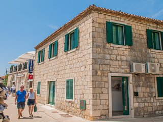 Cosy studio in the center of Trogir with Internet, Air conditioning