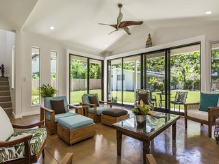 3bd/3.5ba Tropical Home w/A/C, Private Yard, & Close to Beach. Hale Nani Lanikai
