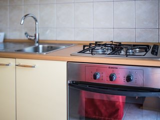 Spacious apartment very close to the centre of Makarska with Parking, Internet,