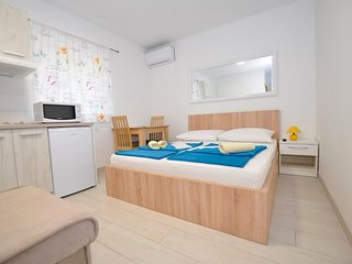 Cozy apartment in the center of Gradac with Parking