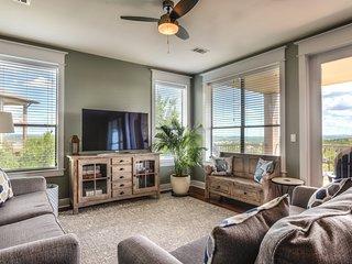 Stunning & Deluxe Lake Travis Hilltop Villa