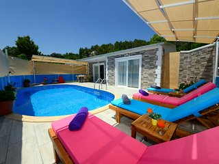 Secluded 2 Bedroom Private Villa With Private Pool and Walk Disctance to Shops