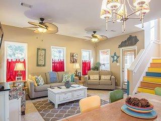 3BR, 2.5BA Breezy Destin House with Outdoor Living – Near Dining & Beach