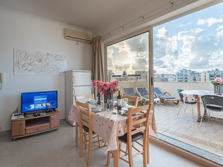 Sliema Apartment Sleeps 4 with Air Con and Free WiFi - 5711489