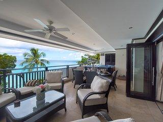 Elegant  Beachfront Apartment. Beach + Sea Views. Private Hot Tub. Housekeeper.