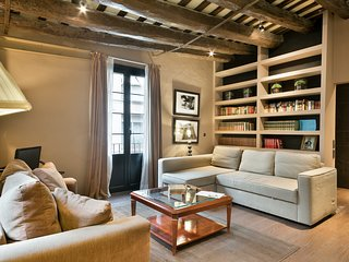 BARCELONA|VINTAGE FLAT IN TRENDY BORN GOTHIC AREA|