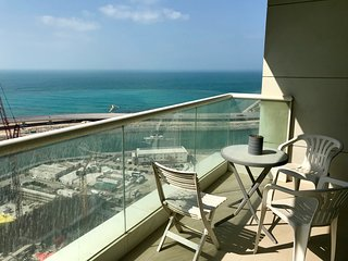 Family friendly sea view luxury apartment with private beach access in JBR Walk