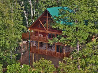 Luxury 5 Bedroom Cabin Near Dollywood