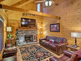 NEW! Maggie Valley Cabin 1 Mi to Festival Grounds!
