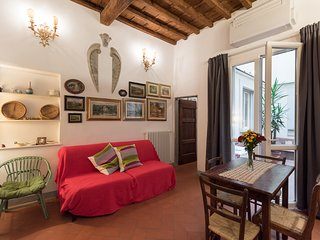 Classic florentine studio close to the station and the main monuments
