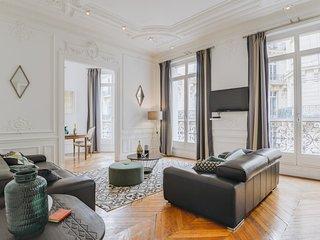 Paris Holiday Apartment 26974