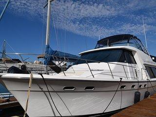 Luxury Boat and Breakfast - Cindy Lu