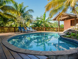 Private family-friendly villa. Pool and ocean views. Close to everything. Quiet.