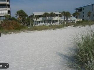 Oceanside Retreat - Indian Rocks Beach FL - Sleeps 6