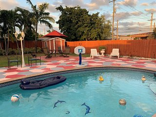Free parking,PRIVATE POOL,Location,Location!