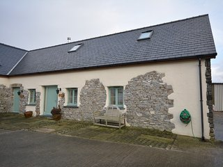 72867 Cottage situated in Narberth (2.5mls E)
