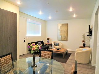 2 Bed/2 Bath Furnished w/ Parking, Cable & WiFi (F25)