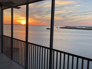 Newly Renovated Waterfront 11th Floor Condo | Sanibel Harbour Resort
