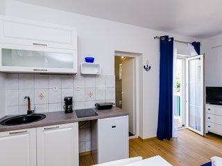 Apartment Orange Tree-Comfort Studio Apartment with Balcony